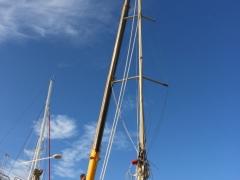 03_dematage monocoque ovni grue hugon bateau aluminium barre de fleche mise à terre stockage canet