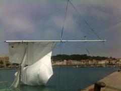 03_démâtage voile déchirée sinistre snsm grue port vendres roussillon assurance intervention